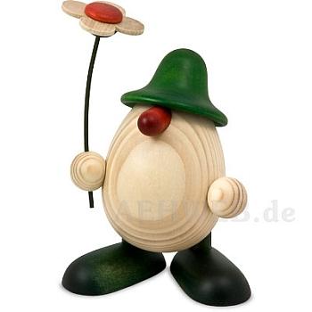 Eierkopf Rudi mit Blume winkend und stehend grün