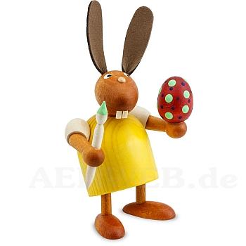 Hase mit Pinsel und Ei gelb klein