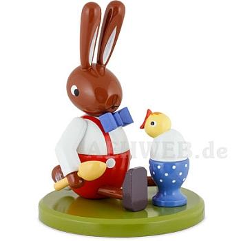 Hase sitzend mit Ei und Küken 16 cm