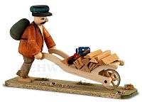 Waldarbeiter mit Karre