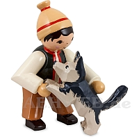 Junge mit Schäferhund beige