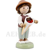 Junge mit Bonbontüte