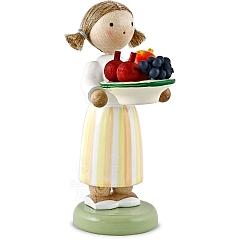 Mädchen mit Obstteller