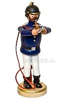 Räuchermann Feuerwehrmann mit Strahlrohr
