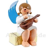 Engel sitzend auf Geschenkpaket mit Mandoline weiß