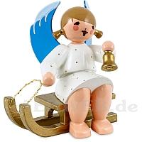 Engel sitzend auf Schlitten mit Glocke weiß