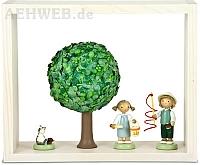 Schatzkästchen weiß mit Apfelbaum im Sommer