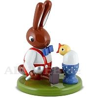 Hase sitzend mit Ei und Küken 8 cm