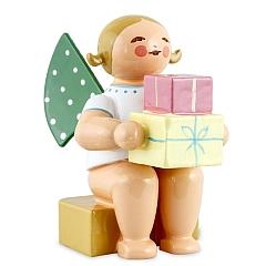 Engel klein mit Geschenken