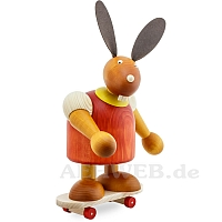 Maxi Hase mit Skateboard rot