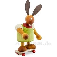 Maxi Hase mit Skateboard grün