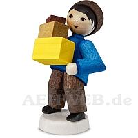 Junge mit Paketen gebeizt