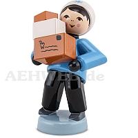 Junge mit Paketen blau