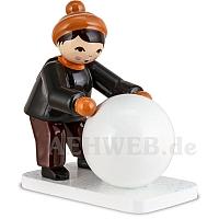Schneemannbauer mit Schneekugel braun