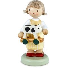 Mädchen mit Spielzeugkälbchen